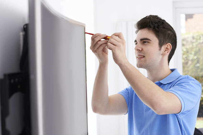 Engineer Fitting Curved Screen Television In Homе