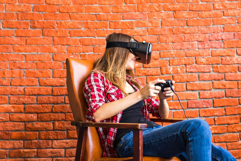 Woman play the video game with oculus rift